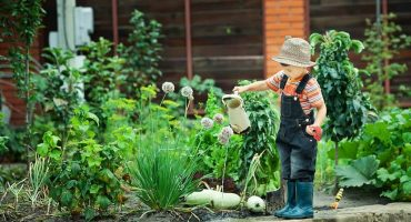 10 prednosti vrtnarjenja z otroci-min